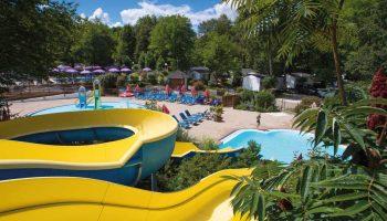 Le parc aquatique avec toboggans du camping Les 3 Lacs à Belmont Tramonet