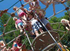 L'aire de jeux pour enfantsLe camping Les 3 Lacs à Belmont Tramonet