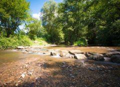 Le camping Les 3 Lacs à Belmont Tramonet en bord de rivière