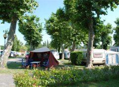 Un emplacement de camping pour tente dans le camping Les Abberts à Arès