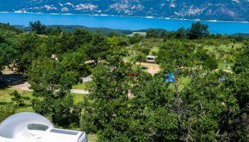 La vue sur le lac de Sainte croix du camping de l'Aigle