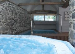 L'espace spa et jacuzzi du camping Airotel Pyrénées