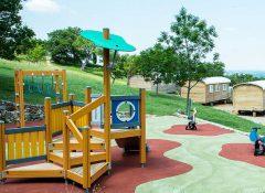 L'aire de jeux pour enfants dans le camping l'Aigle