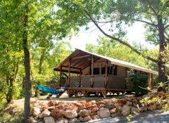 Un hébergement insolite dans le camping l'Aigle