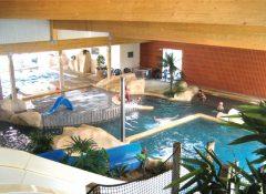 La piscine couverte au camping La Boutinardière à Pornic