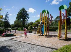L'aire de jeux pour enfants dans le camping l'Etang des Haizes à La Haye du Puits