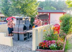 Le barbecue collectif dans le camping Foret Lahitte