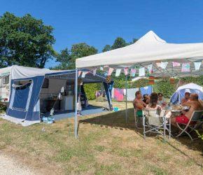 Un emplacement pour tente dans le camping Kersentic
