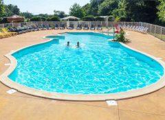 La piscine dans le camping Kersentic