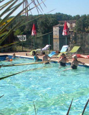 La piscine dans le camping Les Catalpas à Fumel