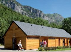 Le bloc sanitaire pour emplacements dans le camping La Chataigneraie à agos Vidalos