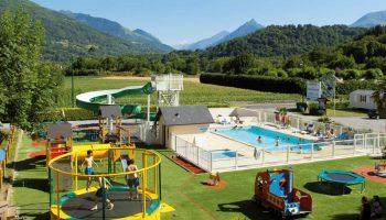 Le parc aquatique et l'aire de jeux pour enfants dans le camping La Chataigneraie à Agos Vidalos