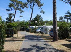 Les emplacements de caravanes dans le camping Club Marina Landes