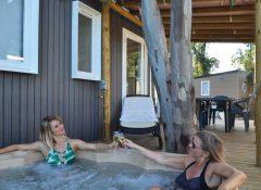 Un mobilhome avec spa privatif dans le camping Le Floride à Barcares