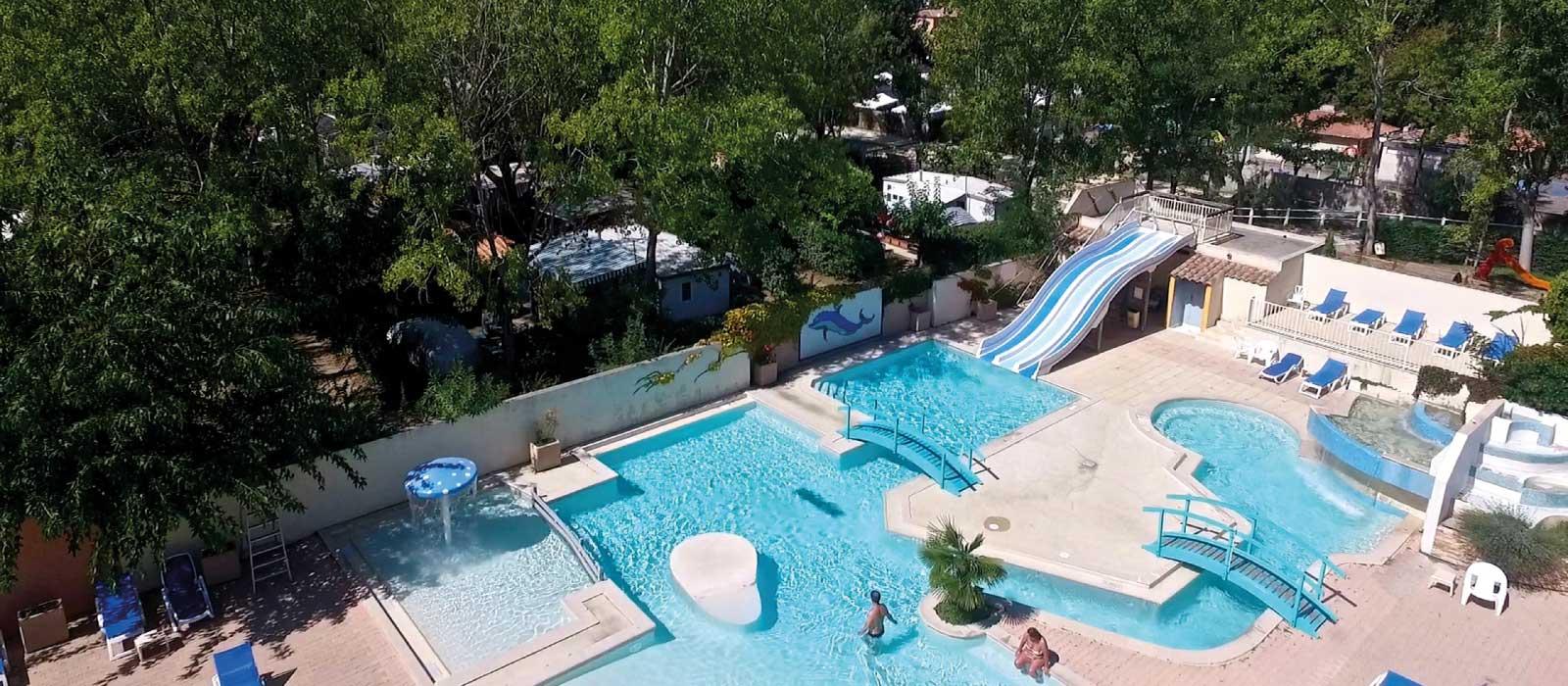 Le parc aquatique avec toboggans dans le camping Les Jardins de Tivoli au Grau du Roi