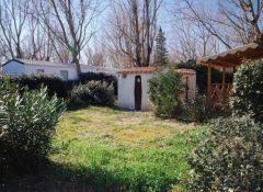 Un emlacement avec sanitaire privé dans le camping Les Jardins de Tivoli au Grau du Roi