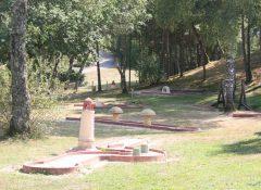 Le mini golf du camping Lac de Miel à Beynat