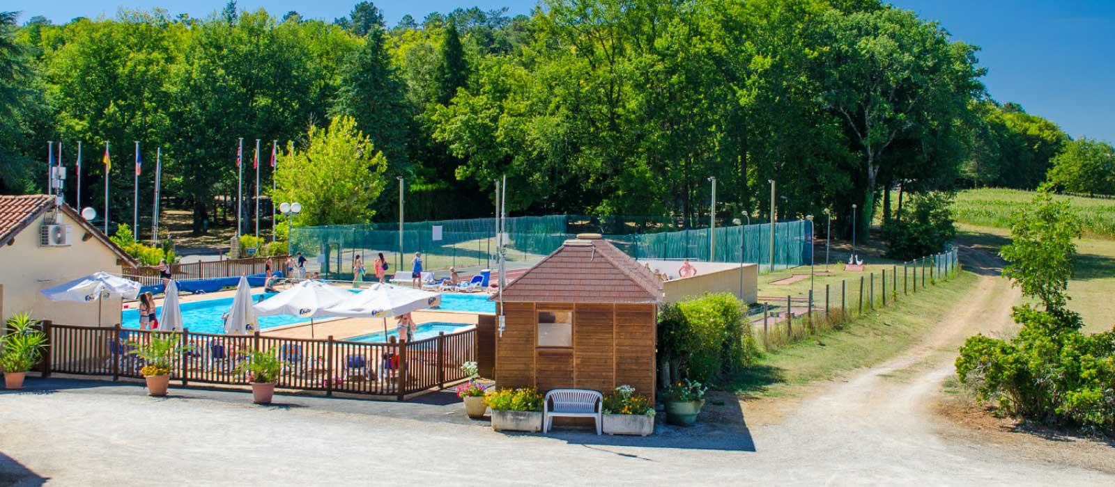 La piscine chauffée du camping Maillac