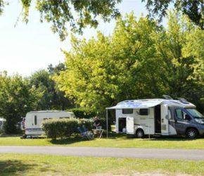 Un emplacement de camping dans le camping La Mignardière à Ballan Miré