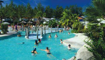 La piscine chauffée dans le camping Oyam à Bidart