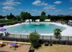 La piscine naturelle dans le camping Le Po Doré à Allonnes