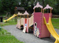 L'aire de jeux pour enfants dans le camping Le Repaire à Thiviers