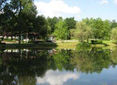 L'étang de pêche dans le camping Le Repaire à Thiviers