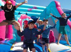 Un château gonflable pour enfants dans le camping La roseraie à La Baule