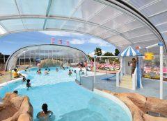La piscine couverte dans le camping La roseraie à La Baule