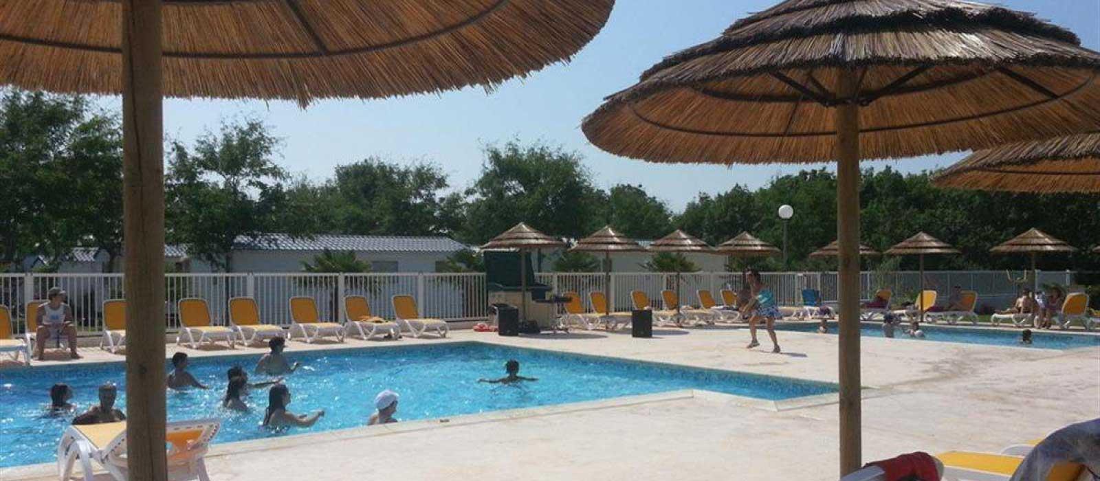 La piscine chauffée dans le camping Soleil Levant à Meschers sur Gironde