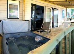 Un mobil home avec spa privatif dans le camping Soleil Levant à Meschers sur Gironde