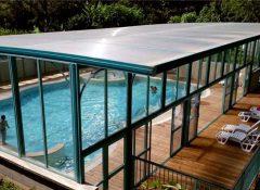 La piscine couverte du camping Au Soleil d'Oc