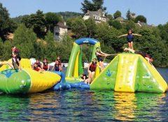 Les jeux aquatiques sur le Lac de Sarrans du camping La Source à Thérondels