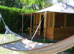 Un hébergement insolite avec hamac dans le camping La Sorguette à l'Isle sur la Sorgue