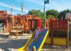 L'aire de jeux pour enfants dans le camping Le Village Corsaire à Chatelaillon Plage