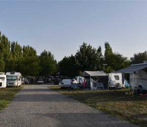 Les emplacements de camping pour caravane  dans le camping l'Océan à Chatelaillon