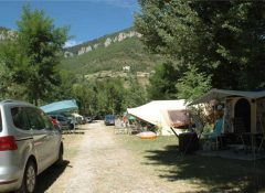 Les emplacements de camping dans le camping Saint Lambert à Millau